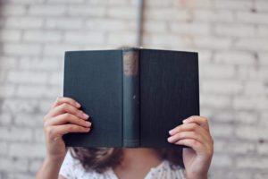 いろんなタイプの人の本を読む